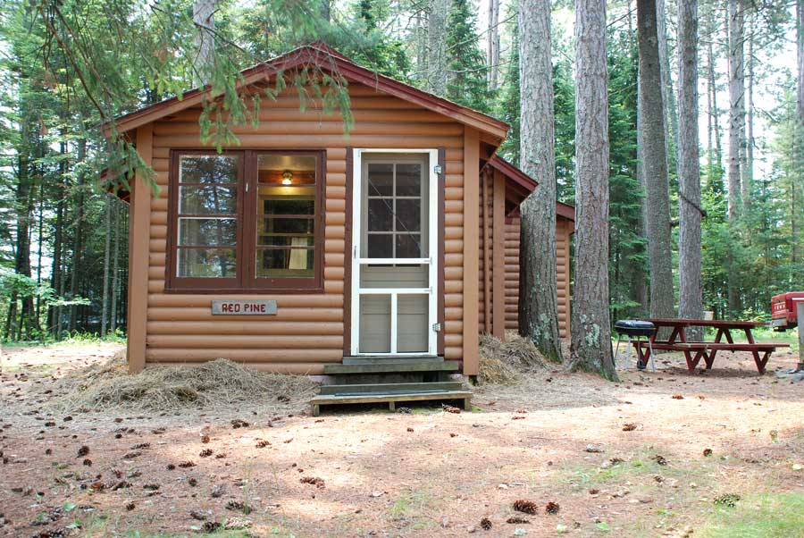 Holiday Pines - Red Pine Cabin